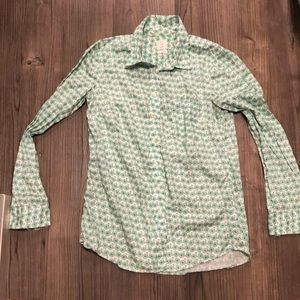 GAP size S fitted boyfriend button down shirt
